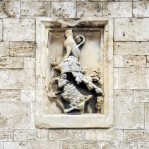 Stemma lapideo - Perugia, Piazza IV Novembre, Logge di Braccio