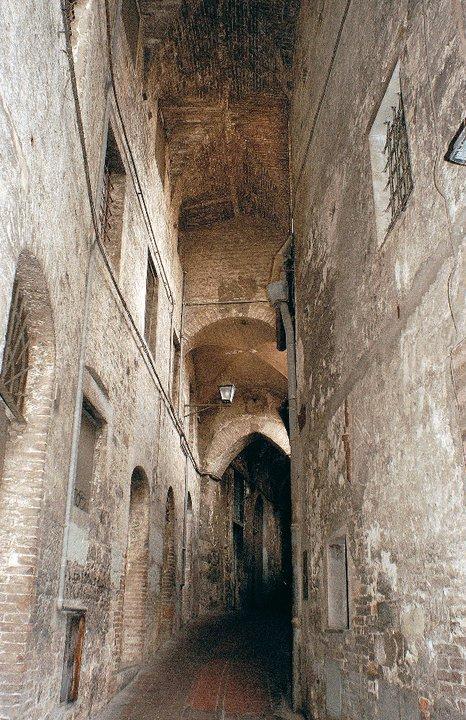 Magnifico rione di porta sole perugia 1416 - La porta del diavolo ...
