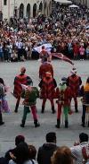 Perugia 1416 - Sbandieratori In Piazza Iv Novembre